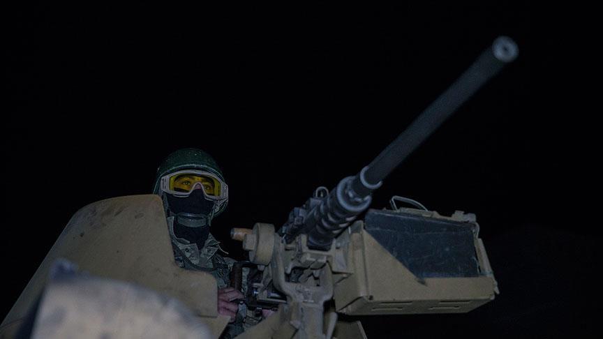 Mehmetçik Afrin'de gece devriyesindeydi..
