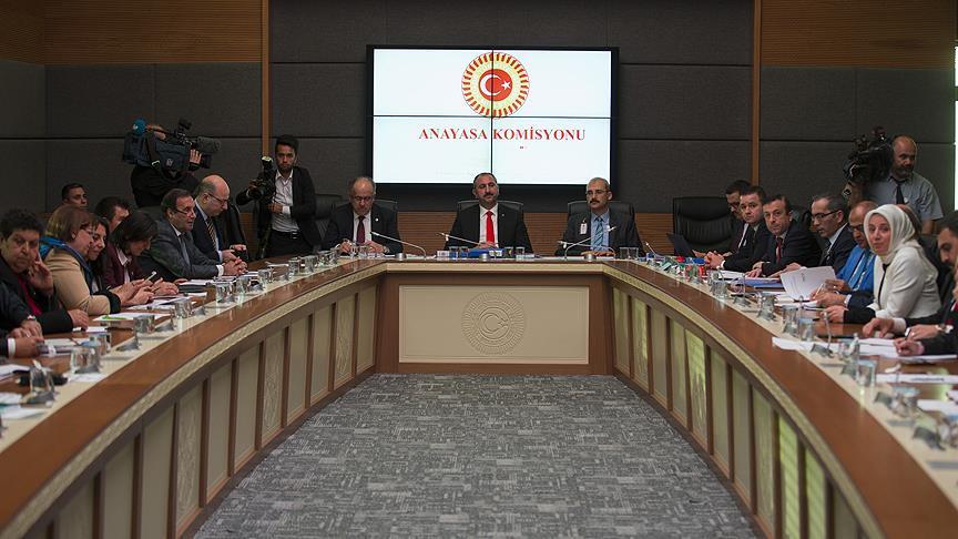 'Anayasa değişikliği uyum paketi' Anayasa Komisyonu'nda kabul edildi