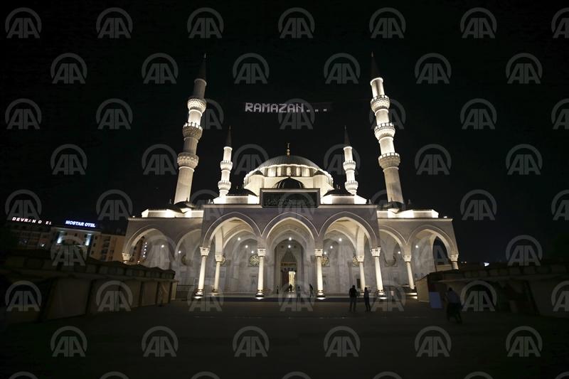 Ankara'da ilk teravih namazı