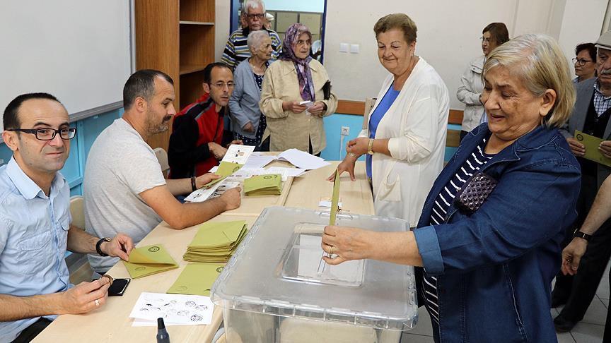 Türkiye genelinde oy verme işlemi başladı!