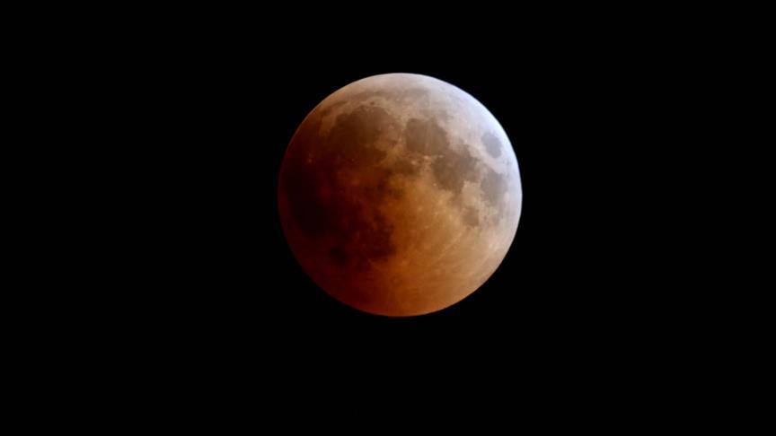 'Kanlı' değil 'tam Ay tutulması'