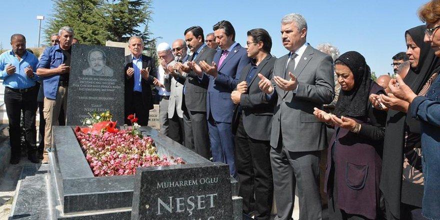 Halk ozanı Neşet Ertaş mezarı başında anıldı!