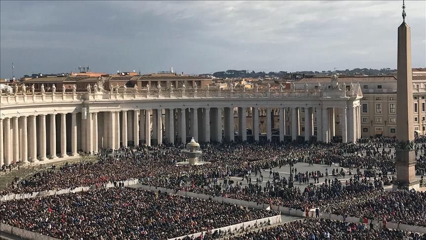 Papa, cinsel tacizi örtbasla suçlanan Başpiskoposun istifasını kabul etti