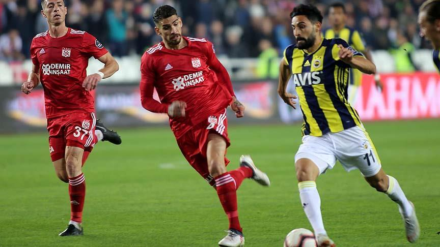 Fenerbahçe'ye Mehmet Ekici'den kötü haber