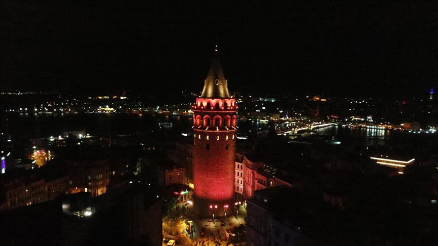 Galata Kulesi turuncuya büründü!
