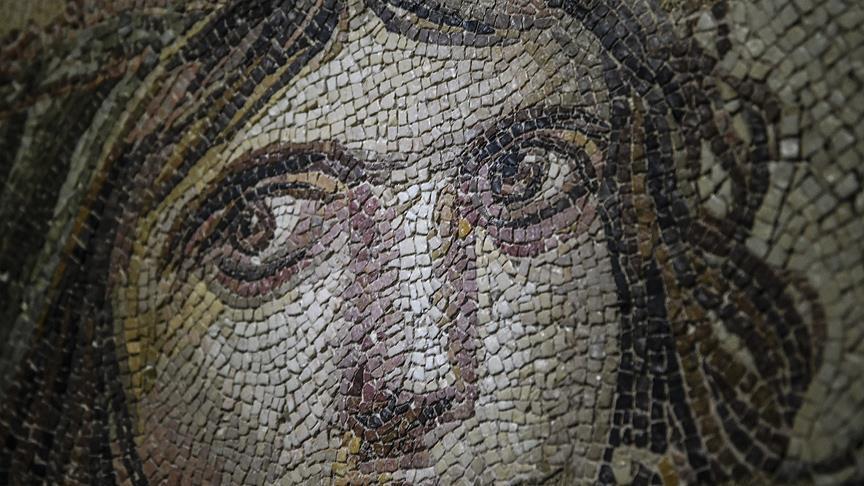 'Çingene Kızı' mozaiğinin kayıp parçaları Türkiye'ye getirildi!