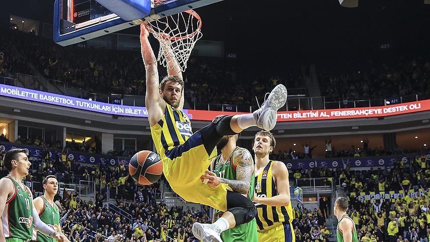 Fenerbahçe liderliğini sürdürdü!