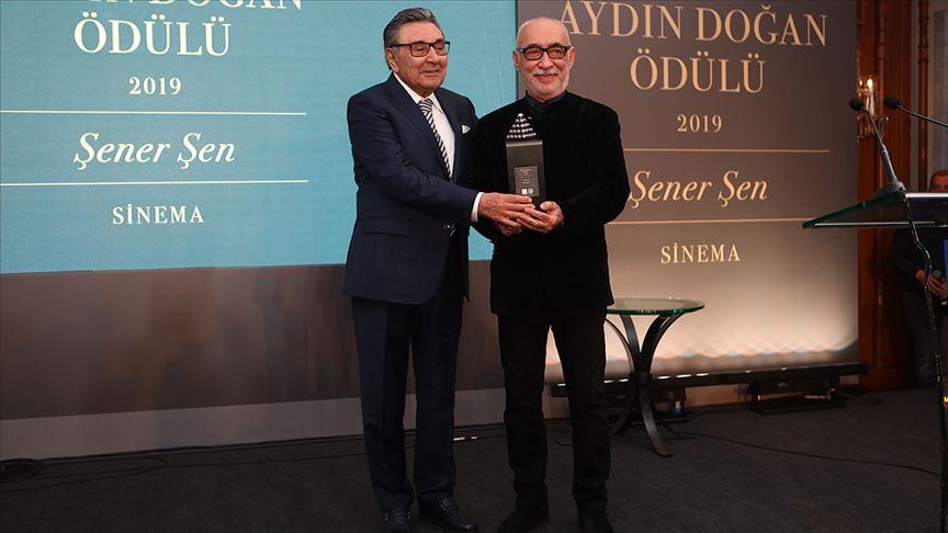 Şener Şen '23. Aydın Doğan Ödülü'nün sahibi oldu
