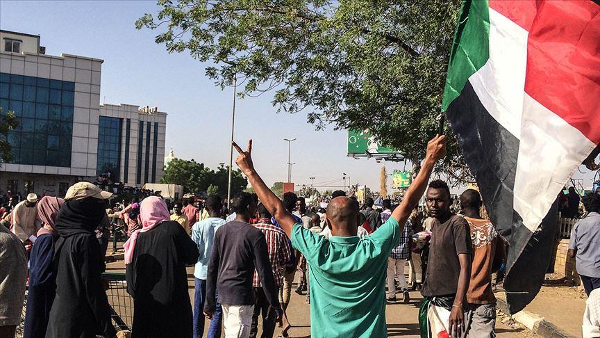 'Sudan yol ayırımında'