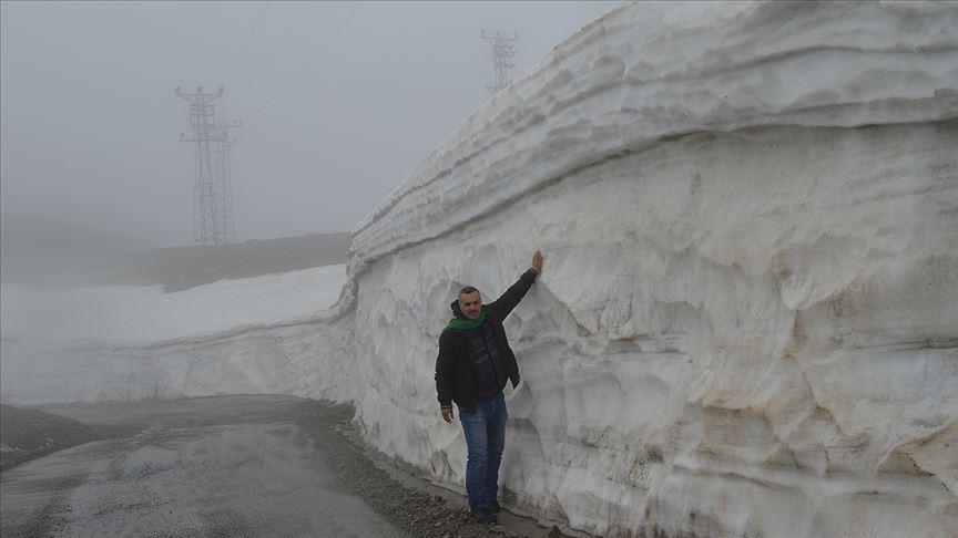Nisan ayında 5 metre kar