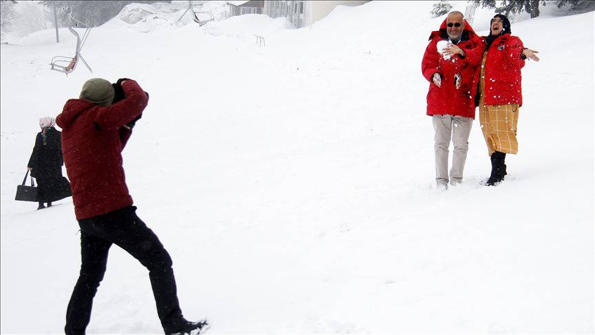 Uludağ'ın ziyaretçilerine baharda kar sürprizi