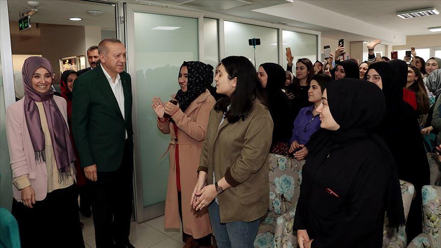 Cumhurbaşkanı Erdoğan'dan TÜRGEV yurduna ziyaret