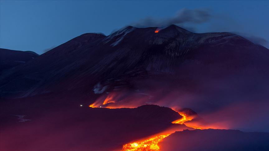 Etna yanardağı aktif duruma geçti!