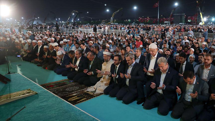 Cumhurbaşkanı Erdoğan Yenikapı'da düzenlenen 'Enderun Teravihi'ne katıldı