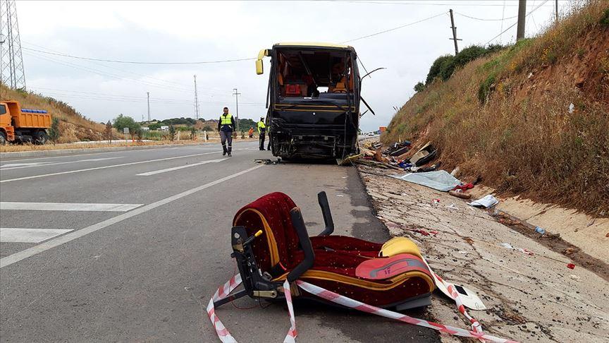 Balıkesir'de tur otobüsü ile otomobil çarpıştı: 4 ölü, 48 yaralı