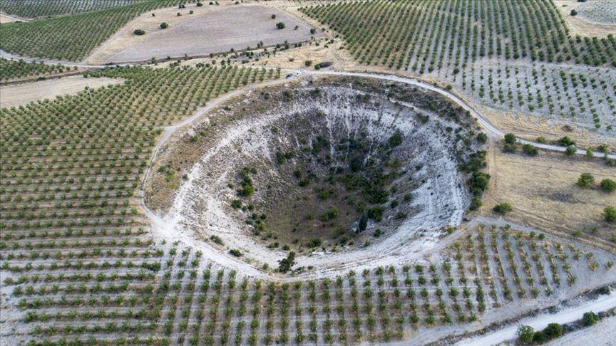 Meteor düştüğüne inanılan çukur araştırılacak!