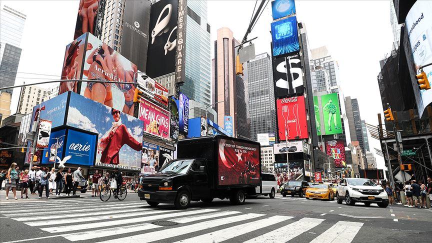15 Temmuz New York'ta dijital ekranlı kamyonetle anlatıldı