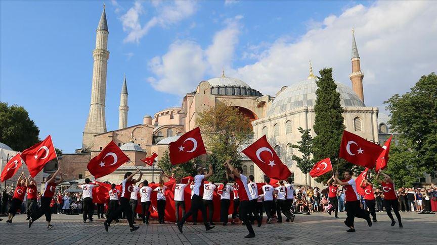 Londra ve İstanbul'da eş zamanlı '15 Temmuz' koreografisi