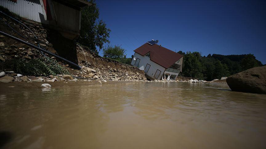 Akçakoca'de selde kaybolan 7 kişiden birinin cesedi bulundu