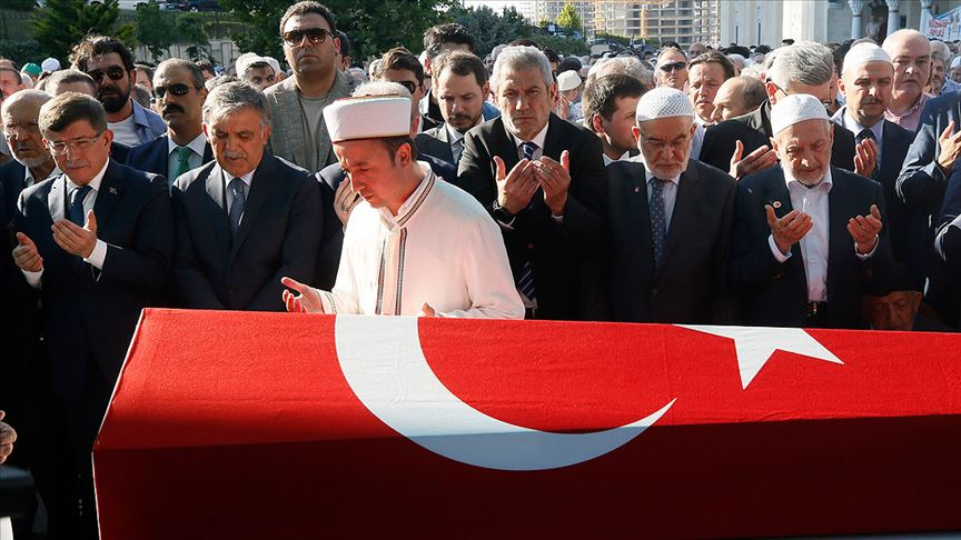 Eski Devlet Bakanı Emre son yolculuğuna uğurlandı