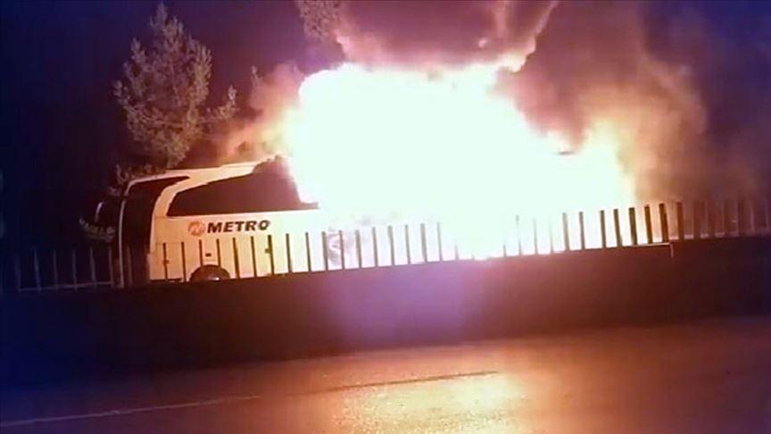 Mersin'de seyir halindeki otobüs yandı!
