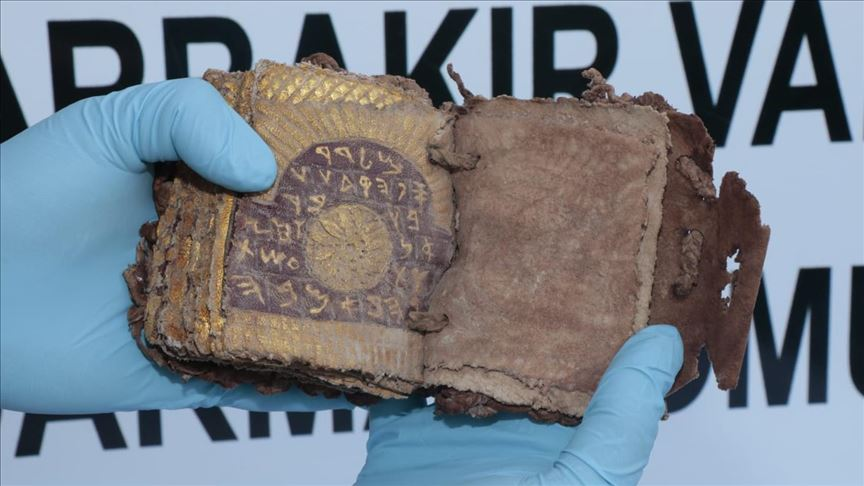 Diyarbakır'da ceylan derisine altın yazmalı kitap ele geçirildi!