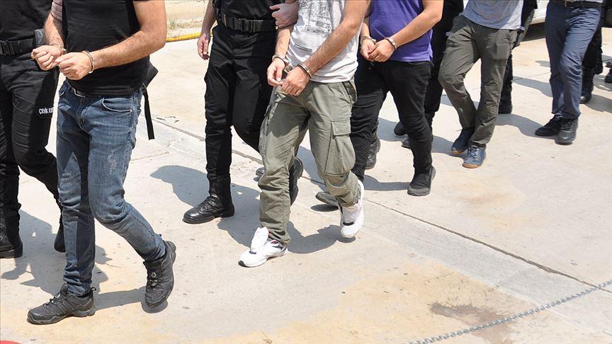 İzmir'de FETÖ'nün hücre evlerine operasyon: 14 gözaltı