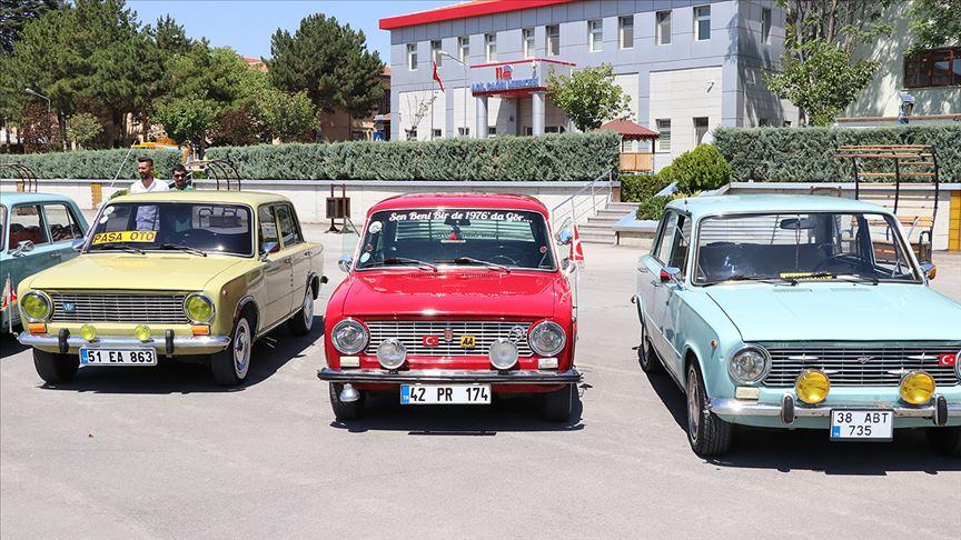 Klasik araba tutkunları Niğde'de buluştu