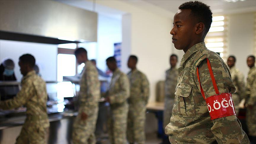 Türkiye 60 bin Somalili askeri giydirecek!
