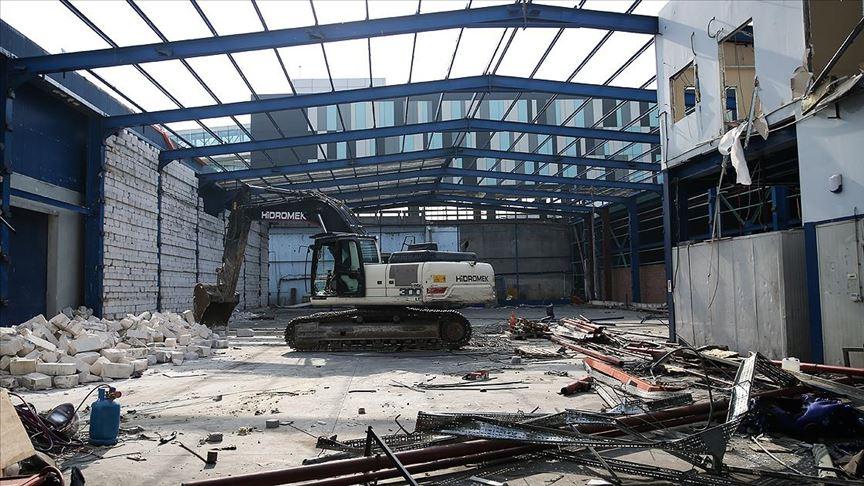 Atatürk Havalimanında kullanılmayan kargo binalarının yıkımına başlandı