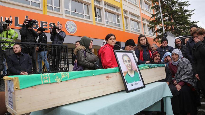 Trafik kazasında yaşamını yitiren hentbolcular için okullarında tören