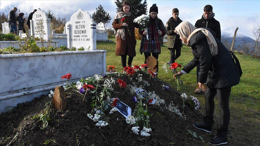 Ceren Özdemir'i doğum gününde sevenleri mezarını ziyaret etti