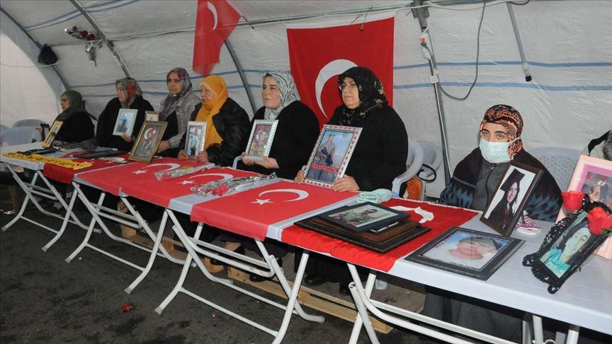 Diyarbakır annelerinden evlatlarına 'teslim olun' çağrısı