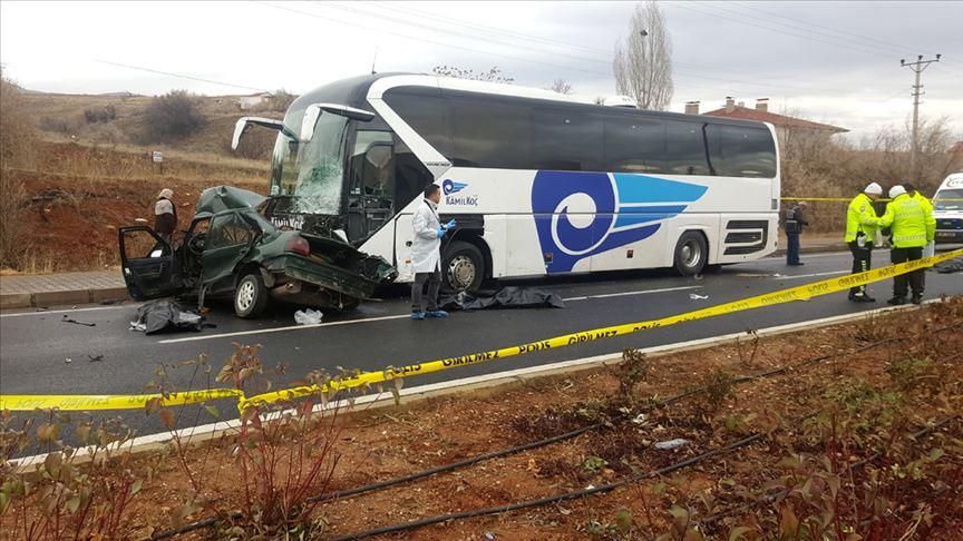 Kırşehir'de yolcu otobüsü ile otomobil çarpıştı: 4 ölü
