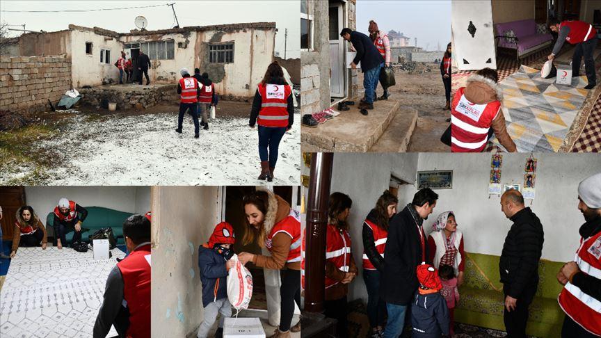 Ağrı'da ihtiyaç sahipleri 'kara kış'ta Türk Kızılay yardımlarıyla ısınıyor