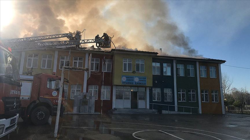 Sakarya'da okulda çıkan yangın kontrol altına alındı!