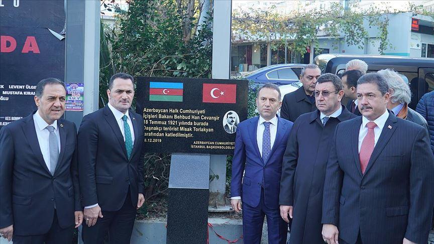 Eski Azerbaycan İçişleri Bakanı Cevanşir'in İstanbul'da katledildiği yere anıt dikildi