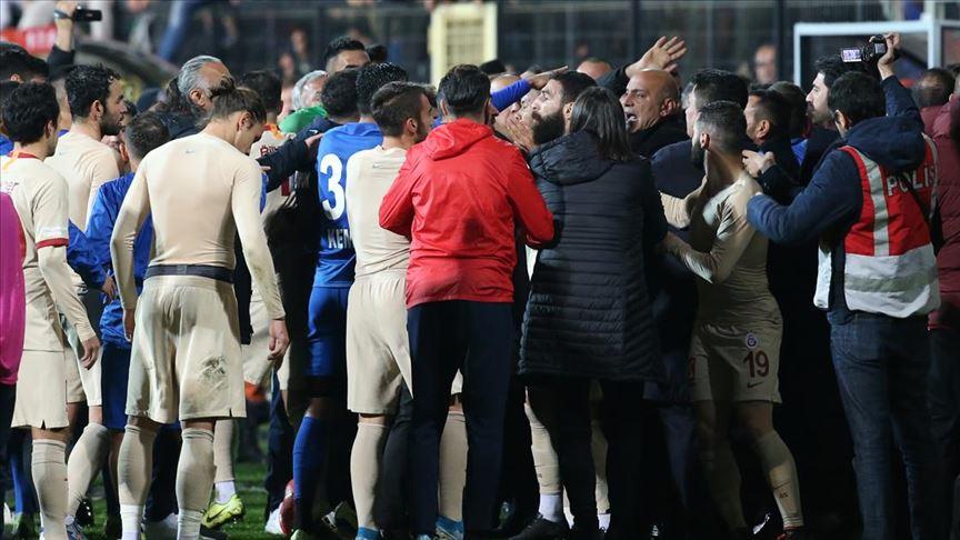 Galatasaray ve Tuzlaspor, PFDK'ye sevk edildi!