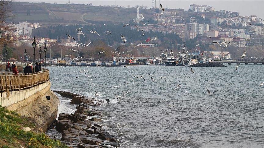 Marmara Denizi'nde lodos ulaşıma engel oluyor..
