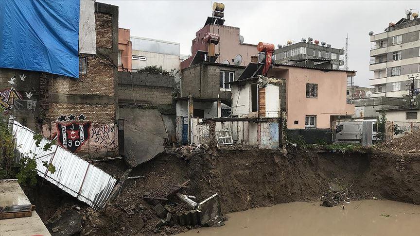 Kurum: Adana'da 1 yıkık, 2 ağır hasarlı, 9 hafif hasarlı bina tespiti yapıldı!