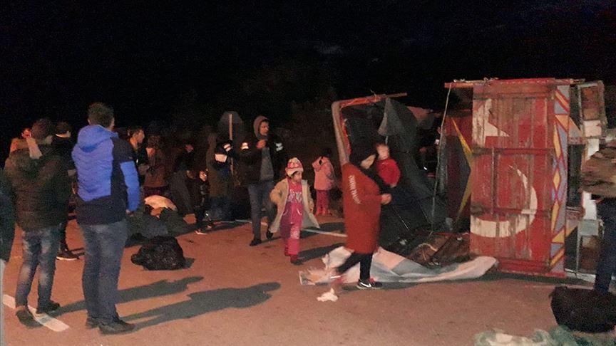 Çanakkale'de düzensiz göçmenleri taşıyan kamyon devrildi: 32 yaralı