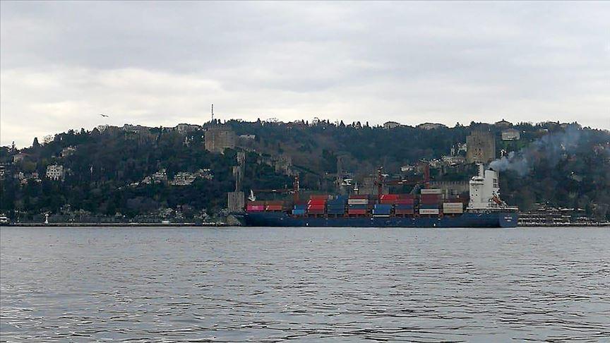 Yük gemisi İstanbul Boğazı'nda karaya oturdu!