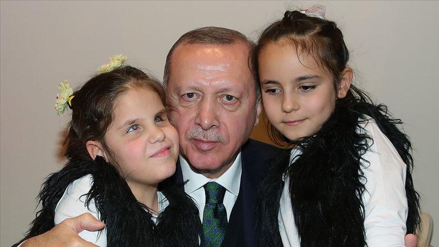Cumhurbaşkanı Erdoğan görme engelli öğrencileri kabul etti
