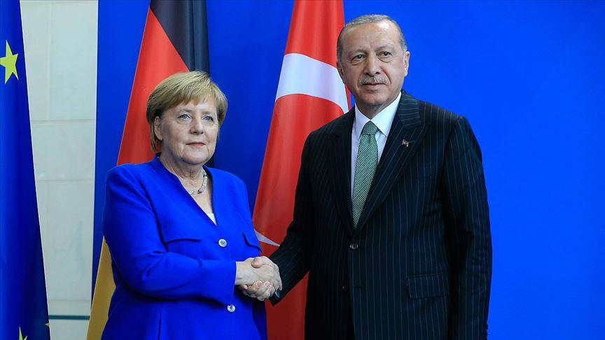 Erdoğan ile Merkel Libya'daki gelişmeleri görüştü
