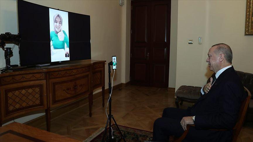 Cumhurbaşkanı Erdoğan bilgi yarışmasına katılan konuşma engelli Genç ile görüştü