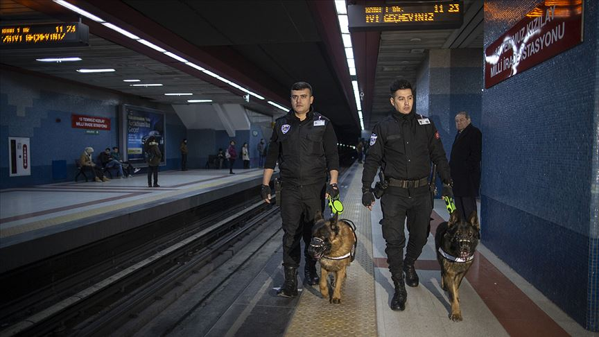 Başkent metrosunun 'sevimli' güvenlikçileri