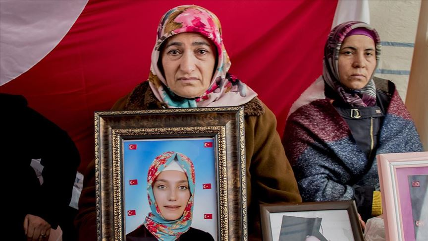 Diyarbakır annelerinden Akkuş: Kızım kokunu, sesini çok özledik