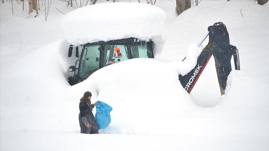 Hakkari'deki bazı köylerde 'kar esareti' yaşanıyor