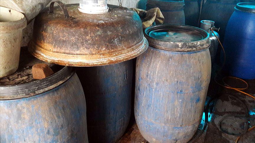 İmalathaneye dönüştürülen evde 2 bin 310 litre sahte içki ele geçirildi!