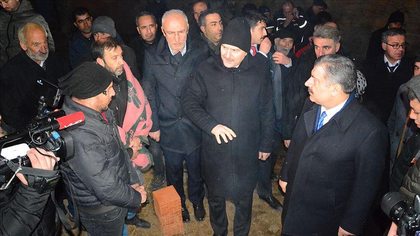 Üç bakan Elazığ'da arama kurtarma çalışmalarını inceledi